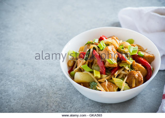 how to make chicken stir fry with bean sprouts