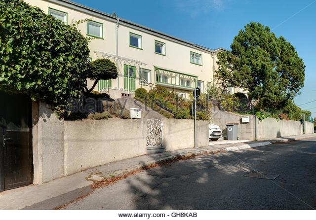 Wien, Wohnbau der Zwischenkriegszeit, Siedlung Heuberg nach einem Konzept von Adolf Loos, 1924 (In der Siedlung - Stock-Bilder