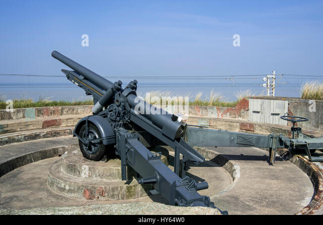 Canon de 12 cm L mle 1931, 120mm Howitzer / Belgian field gun at the Raversyde Atlantikwall / Atlantic Wall open - Stock Image