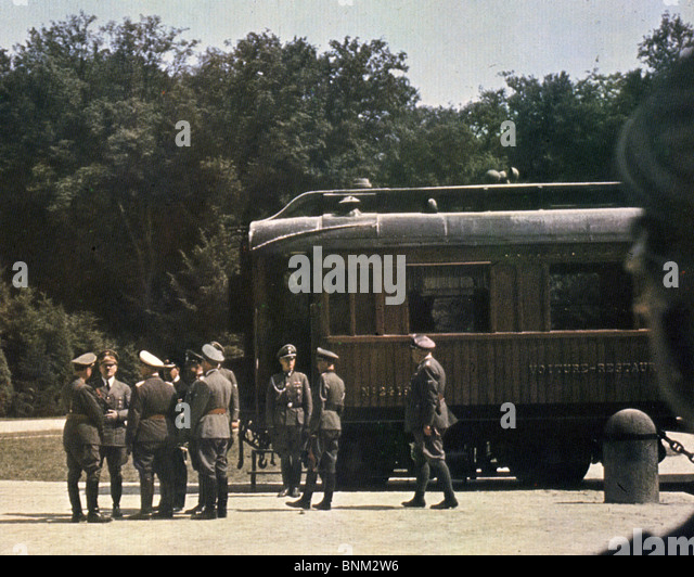 ADOLF HITLER on 22 June 1940 beside the railway carriage at Compiegne before the signing of the Armistice with the - Stock Image