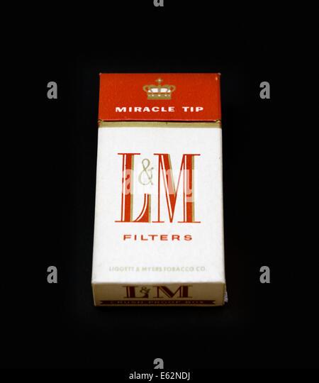Detroit airport cigarettes Dunhill