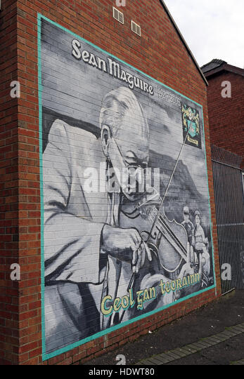 Belfast Falls Rd Republican Mural- Sean Maguire musician. All Ireland fiddle champion - Stock Image