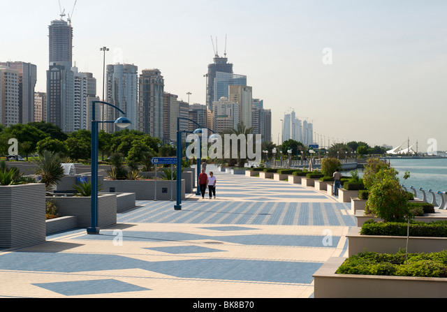 The Abu Dhabi corniche. - Stock Image