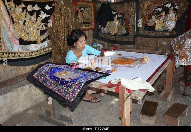 A woman works at a stitching workshop in Mandalay (Amarapura Township), Myanmar, 25 October 2012. Photo: Rolf - Stock-Bilder