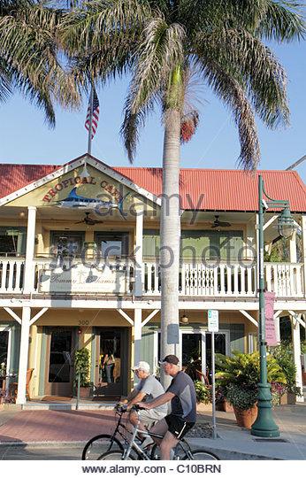 Sarasota Florida St. Armands Key John Ringling Boulevard shopping dining Tommy Bahama's Tropical Cafe restaurant - Stock Image