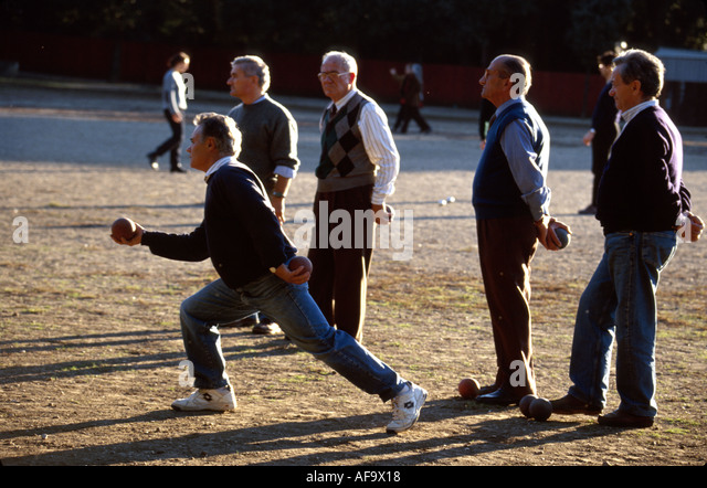 Italy Rome Villa Borghese Park residents play boccie lawn bowling men - Stock Image