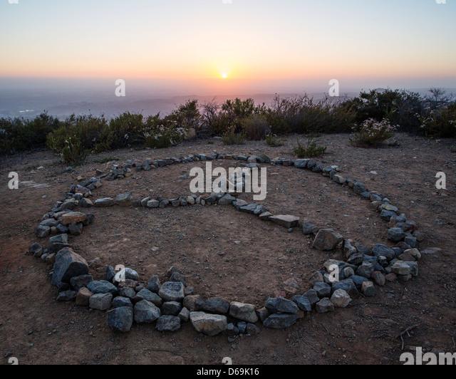 Rocks in peace symbol on cliff - Stock-Bilder