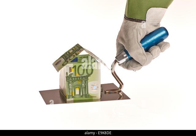 Haus aus Geld auf Arbeiter Kelle - Stock-Bilder