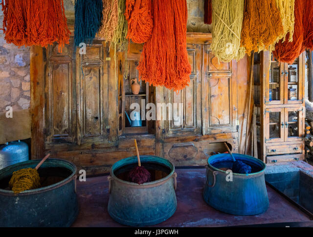 Yarn and dyes for rug making in Turkey - Stock Image