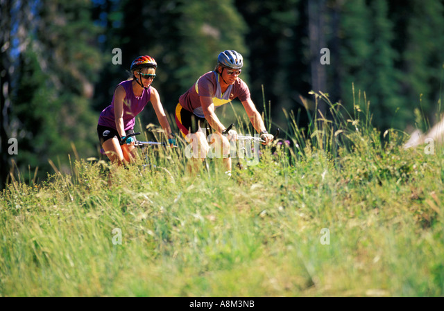 Couple mountain biking in the spring in Boise, Idaho - Stock Image