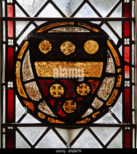 A 14th century stained glass window depicting the coat of arms of Richard de Beauchamp, 13th Earl of Warwick - Stock Image