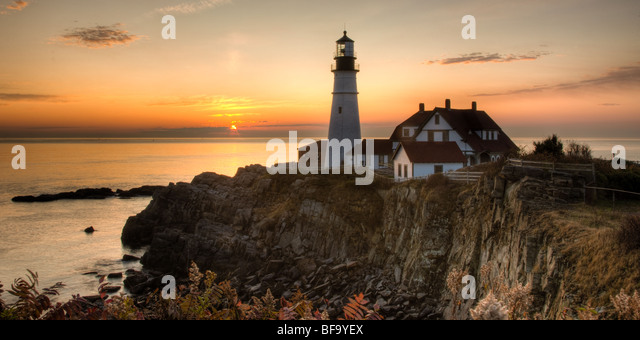 Sunrise at Portland Head Light, which protects mariners entering Casco Bay.  The lighthouse is in Cape Elizabeth, - Stock-Bilder