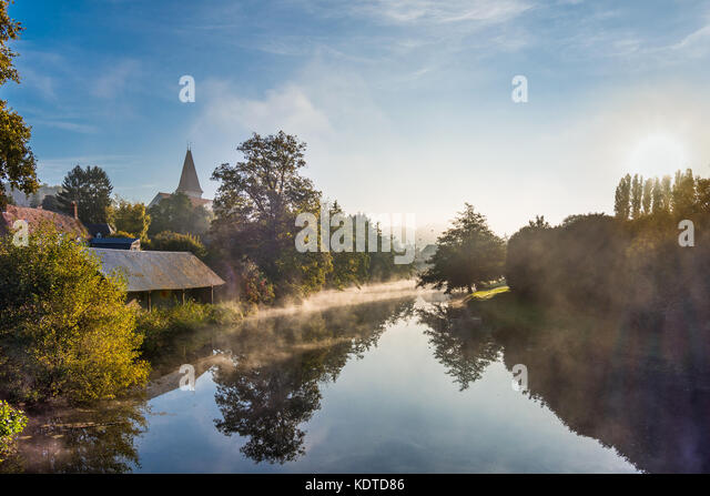 Early-morning mist on river Claise, Preuilly-sur-Claise, France. - Stock Image