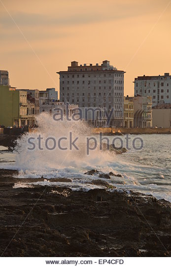Sunset and crashing waves over el Malecón (the Malecon), Havana, Cuba - Stock Image