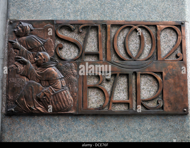 Saloon bar 9 ft 9ft engraved in copper plate, outside the historic Black Friar pub , Blackfriars London England - Stock Image