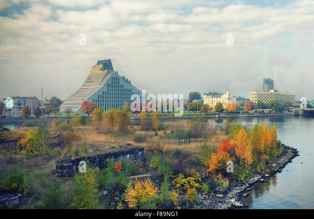 The building of the National Library of Latvia by the river Daugava - Stock Image