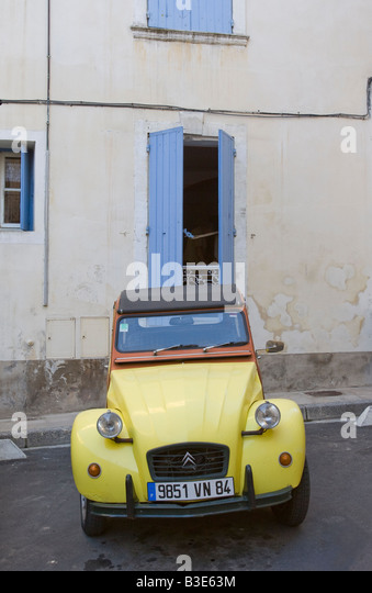 Driving in france citroen stock photos driving in france for Garage peugeot arles