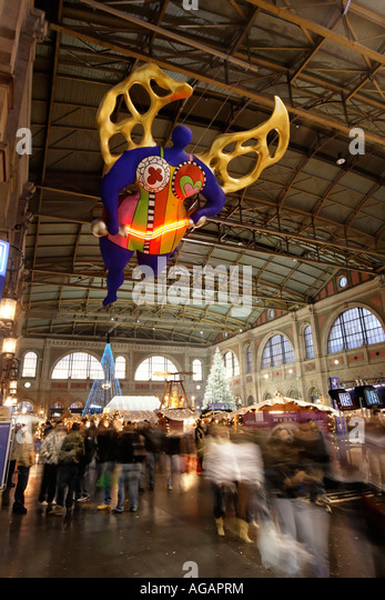 Zuerich main station christmas decoration interieur Niki de Saint Phalle s angel of travellers - Stock Image