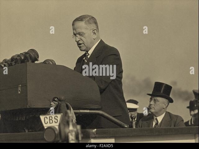 Harold L. Ickes, at the lectern with President Roosevelt seated behind, Oct. 5, 1937. At this event, Roosevelt delivered - Stock-Bilder