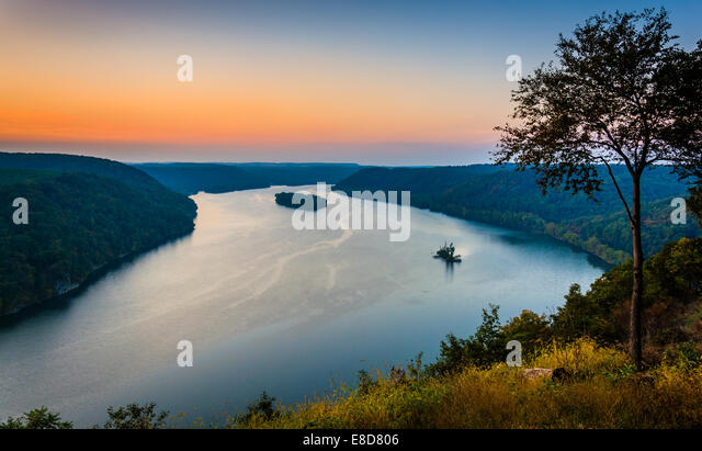 View of the Susquehanna River at sunset, from the Pinnacle in Southern Lancaster County, Pennsylvania. - Stock Image