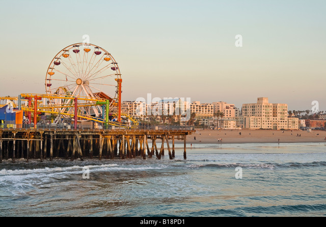 Santa Monica Pier and beach with ferris wheel, Santa Monica, California, USA. - Stock-Bilder