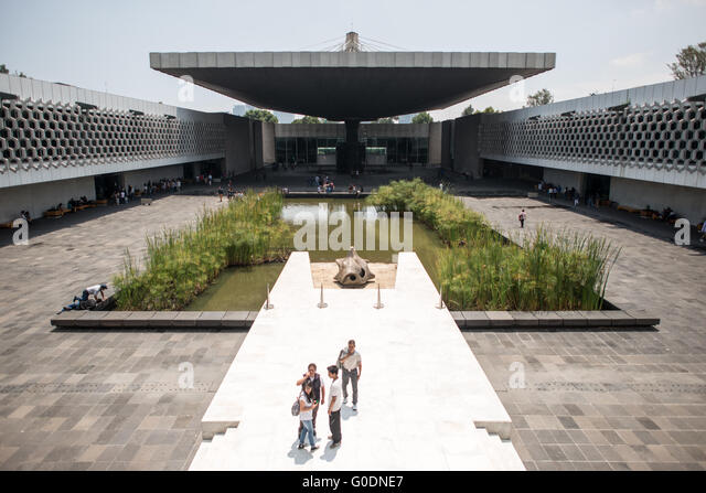 MEXICO CITY, MEXICO--A large concrete umbrella covers part of the central courtyard of the National Museum of Anthropology - Stock-Bilder