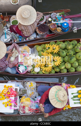 Boats at the Damnoen Saduak floating market, Thailand - Stock Image