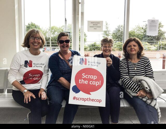 Terrett Ave, Oxford, UK. 06th Sep, 2017. Members of Oxfordshire RCN Groupon route to London for #scrapthecap Credit: - Stock Image