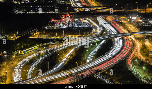 Berlin, Germany. 12th Dec, 2016. The vehicles on the Stadtring (city ring road) near the exhibition halls photographed - Stock Image