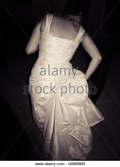 Rear view of Bride in wedding gown at night - Stock-Bilder