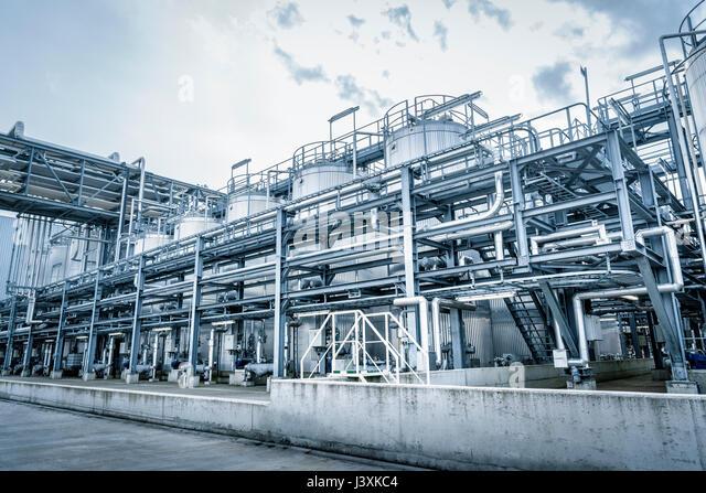 Tanks and pipes in oil blending plant, Antwerp, Belgium, Europe - Stock Image