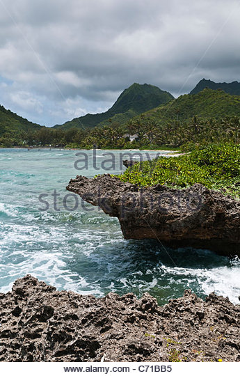 Rocky coastline and mountains, Rarotonga, Cook Islands. - Stock Image