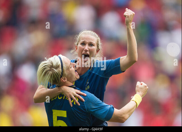 Brazil, Brazil. 12th Aug, 2016. Team Sweden celebrates their win over team United States during the Women's - Stock-Bilder