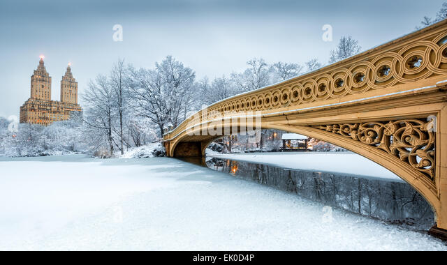 Bow Bridge in Central Park, NYC at dawn, after a snow storm - Stock Image