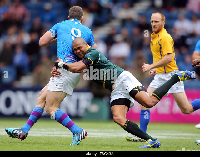 Mark Bennett (SCO) is tackled by Cornal Hendricks (RSA). South Africa v Scotland. - Rugby SevensIbrox stadium - - Stock Image