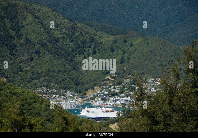 Queen Charlotte Sound, aerial view of Picton Harbour with ferry - Stock-Bilder