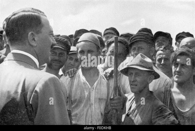 Adolf Hitler with workers, circa 1935 - Stock-Bilder