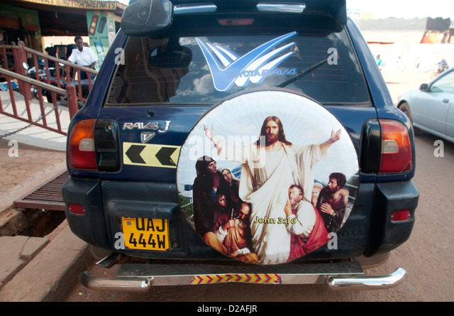 Gulu, Uganda. A spare wheel cover on a SUV depicts Jesus and disciples. - Stock Image