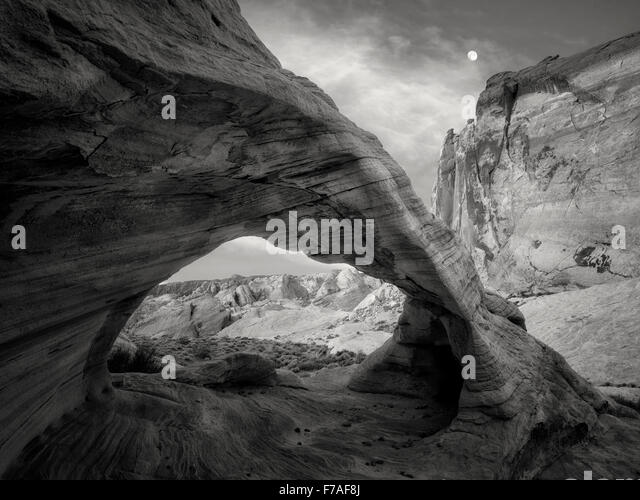 White Arch with moon. Valley of Fire State Park, Nevada - Stock-Bilder