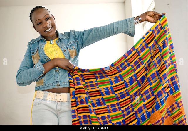 african girl with kente cloth from ghana - Stock Image