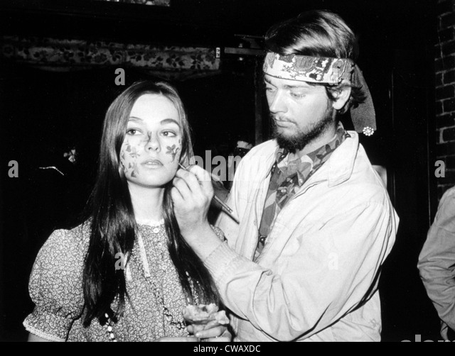 Hippies face painting in Greenwich Village, NYC, 10/17/67.. Courtesy: CSU Archives / Everett Collection - Stock-Bilder