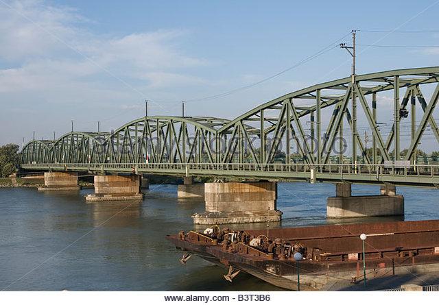 Wien Nordbahnbruecke crossing Danube River - Stock-Bilder