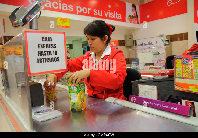 Chile Arica Paseo Peatonal 21 de Mayo Supermercados Santa Isabel grocery store supermarket chain Cencosud food business - Stock Image