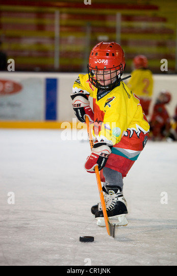 France, Haute Savoie, Morzine, child of 5 playing ice Hockey - Stock Image