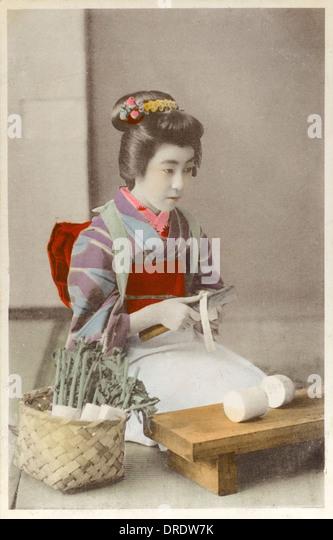 Japan - Geisha girl preparing daikon - Stock Image