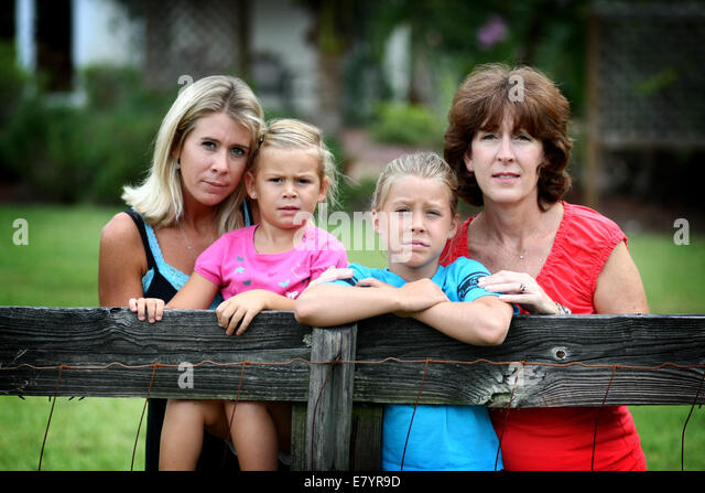 Aug 4, 2009 - West Palm Beach, Florida, U.S. - JENNIFER WHITE, left, who is suffering from a pituitary tumor, lived - Stock-Bilder