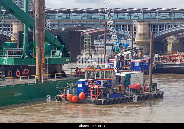 Dredging operations near London's Blackfriars Bridge, in preparation for constructing the New Thames Tideway - Stock Image
