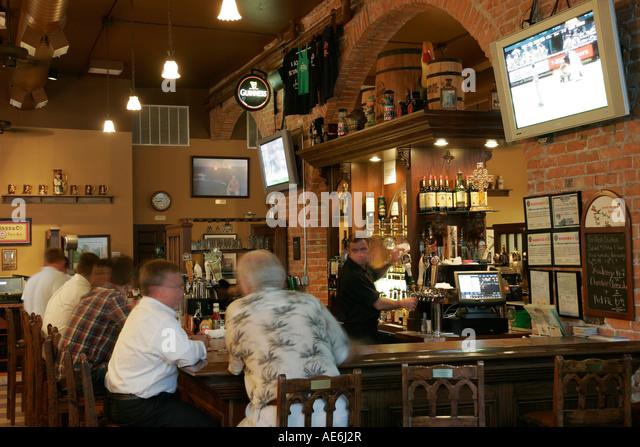Toledo Ohio The Blarney Irish Pub and Restaurant bar bartender - Stock Image
