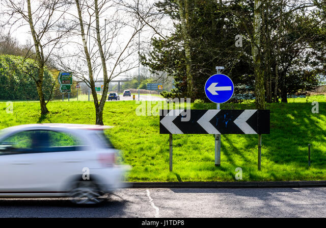 London Road Sign Roundabout Stock Photos Amp London Road Sign Roundabout Stock Images Alamy