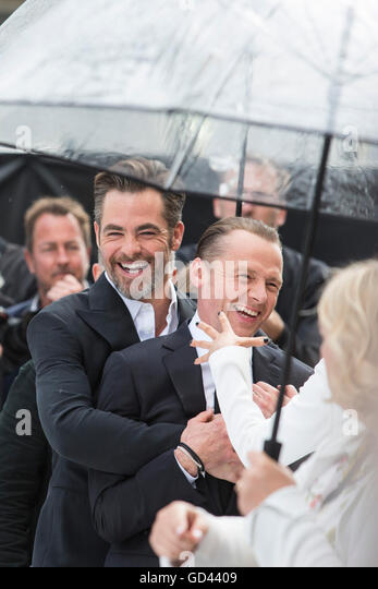 London, UK. 12 July 2016. Actors Chris Pine (Captain Kirk) and Simon Pegg (Scotty). Red carpet arrivals for Star - Stock Image
